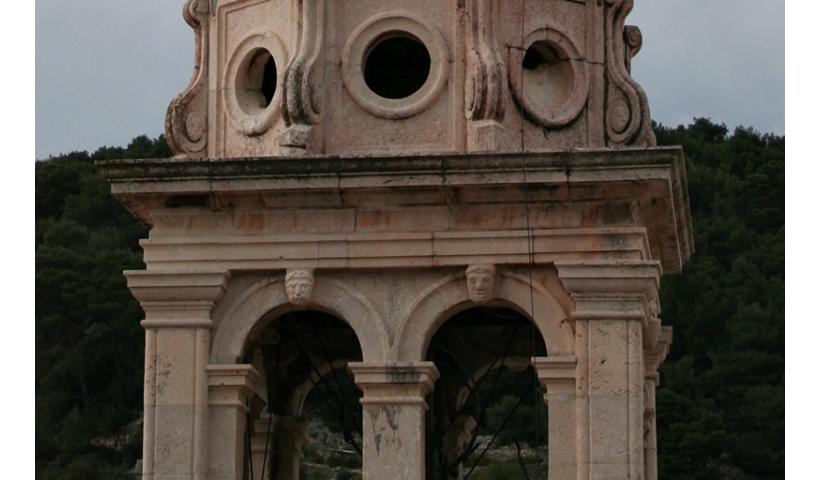 Kościelne dzwonnice na wyspie Brač