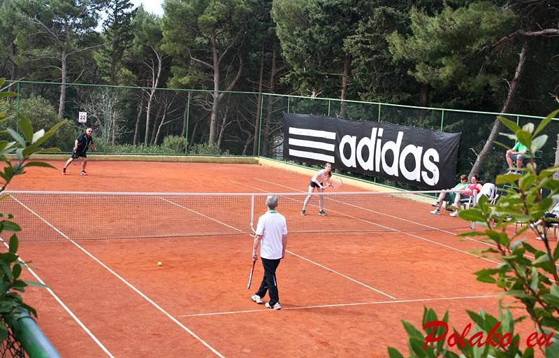 Korty tenisowe w miejscowości Bol